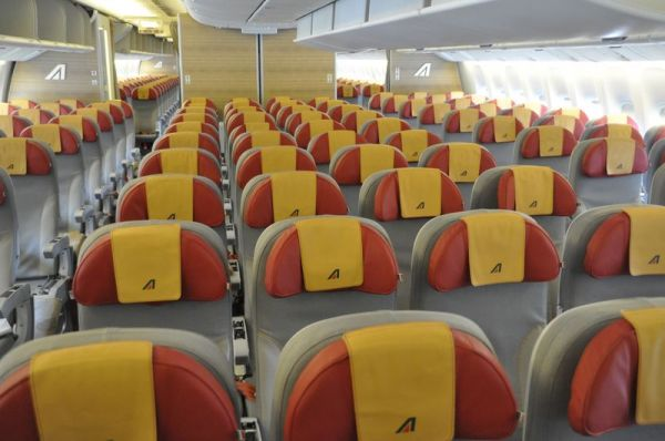Alitalia Boeing 777 Economy Class