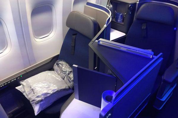 United Airlines Boeing 777-300 @SpaethFlies